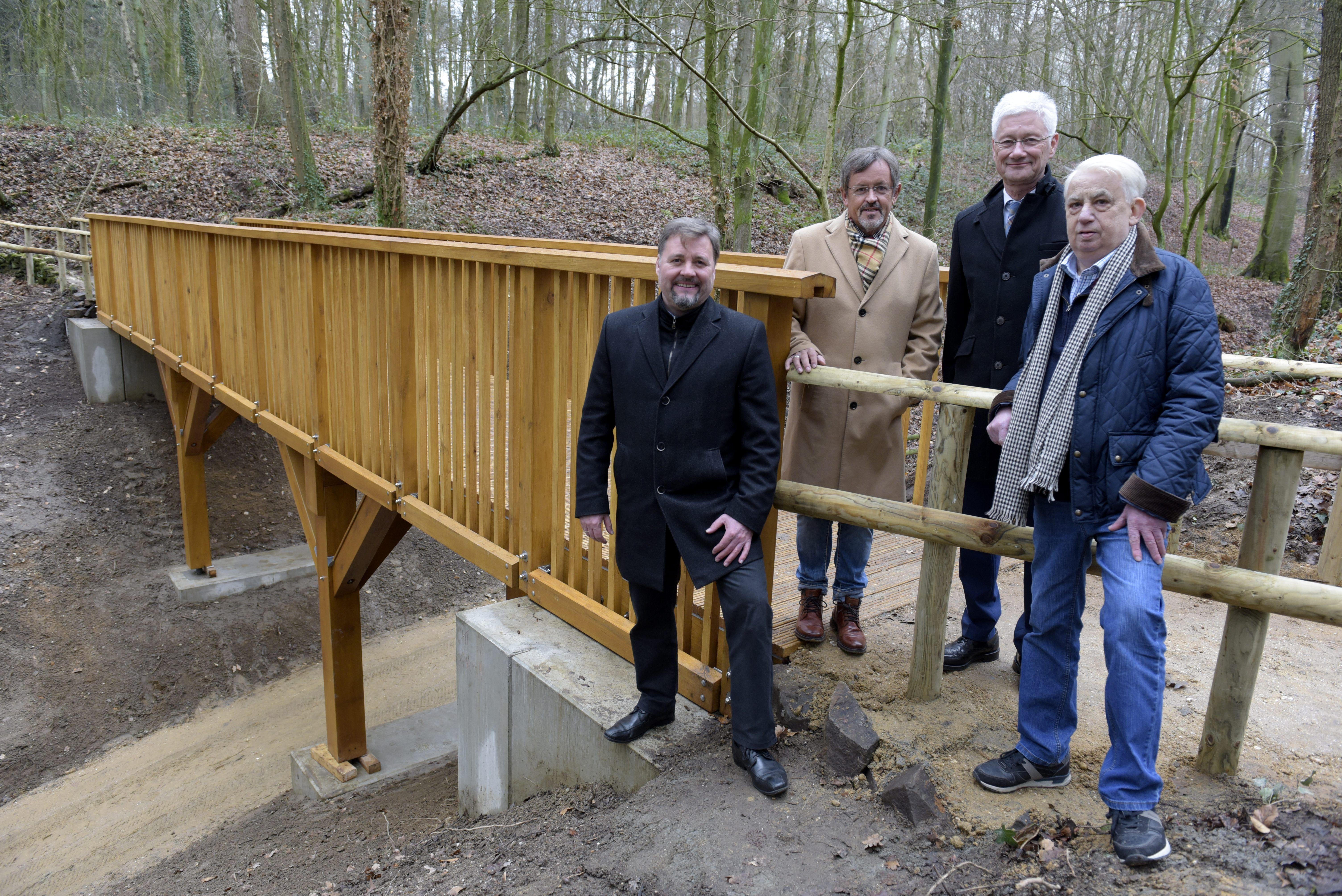 Neue Fußgängerbrücke in der  Freizeitanlage Oermter Berg fertig gestellt